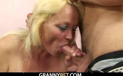 порно відео жирная бабуля і внук