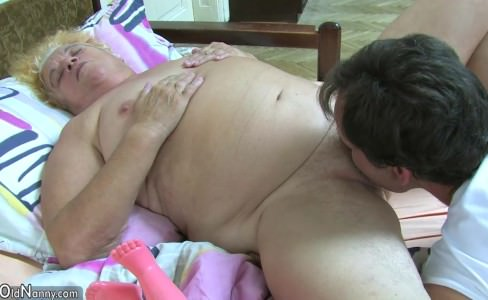 Секс на деревенском сеновале 11