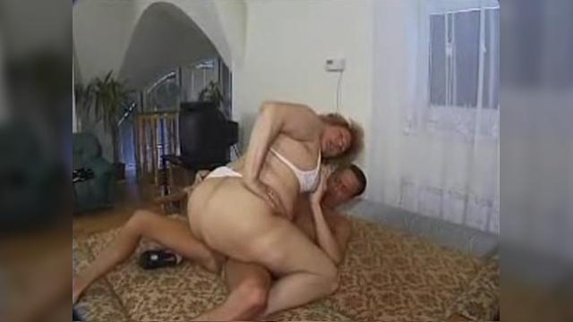 Русское порно бабушка отлиз