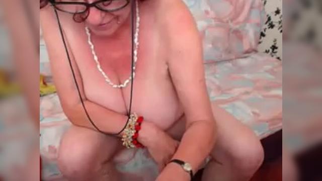 Старая старая бабка порнокино фото 146-688