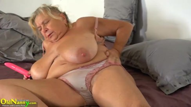 Секс бабушки с внучкой