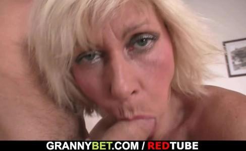 Бабка не удержалась и легла под внука