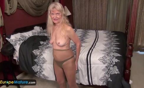 Порно с крытой камерой старых бабок